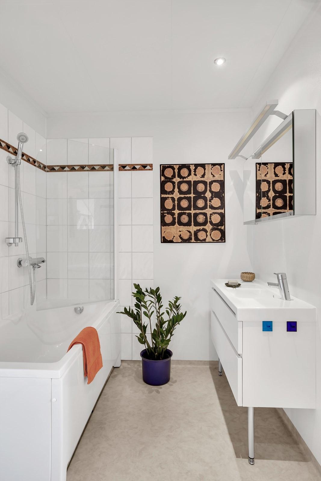 Ny innredning, toalett og badekar i 2015
