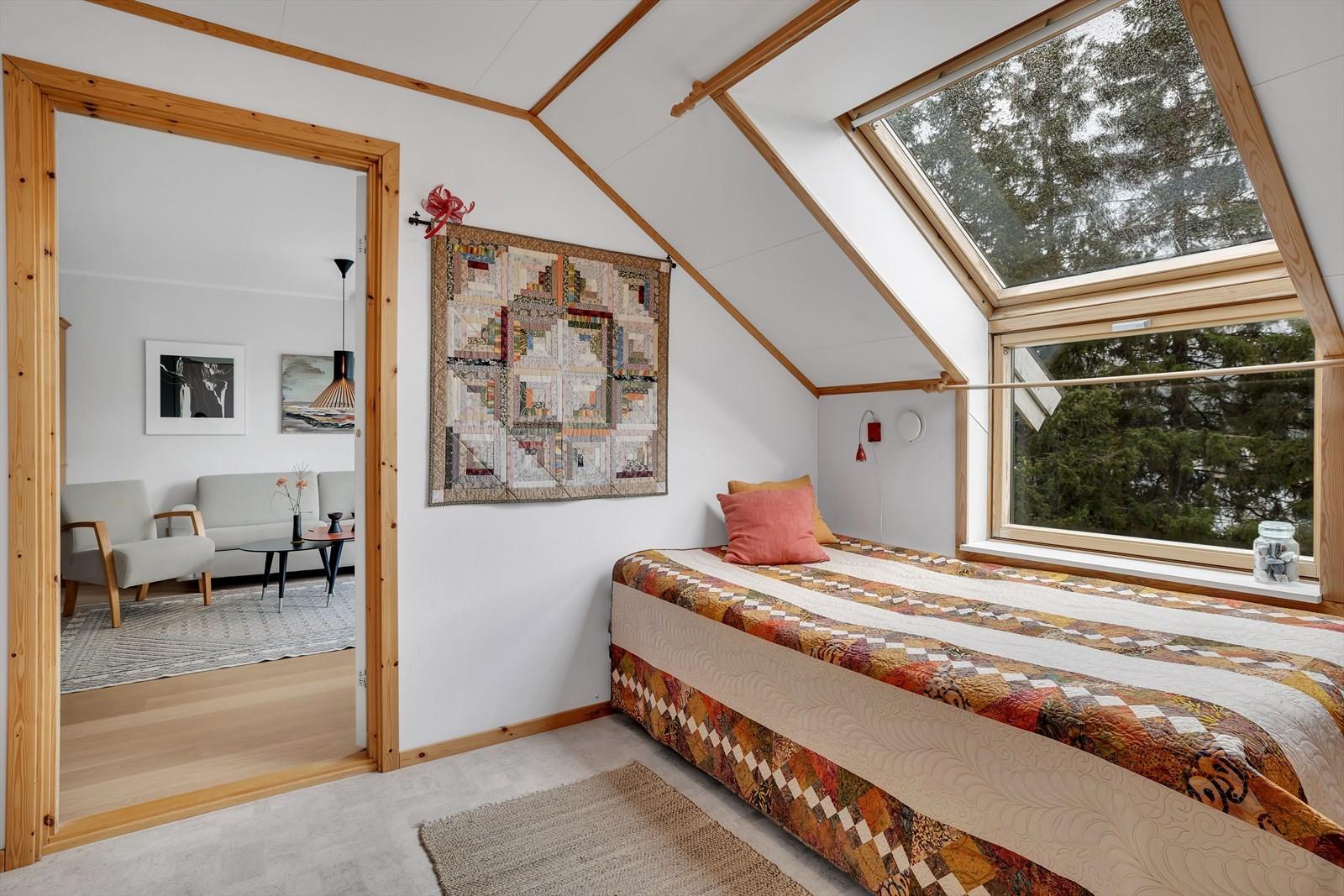 Hvor du har store vindusflater og god plass til både seng og skap
