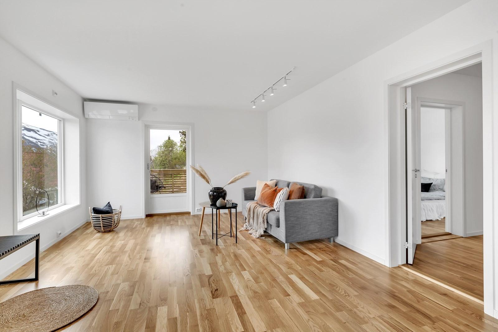 I stuen er det muligheter for ulike møbleringsalternativer