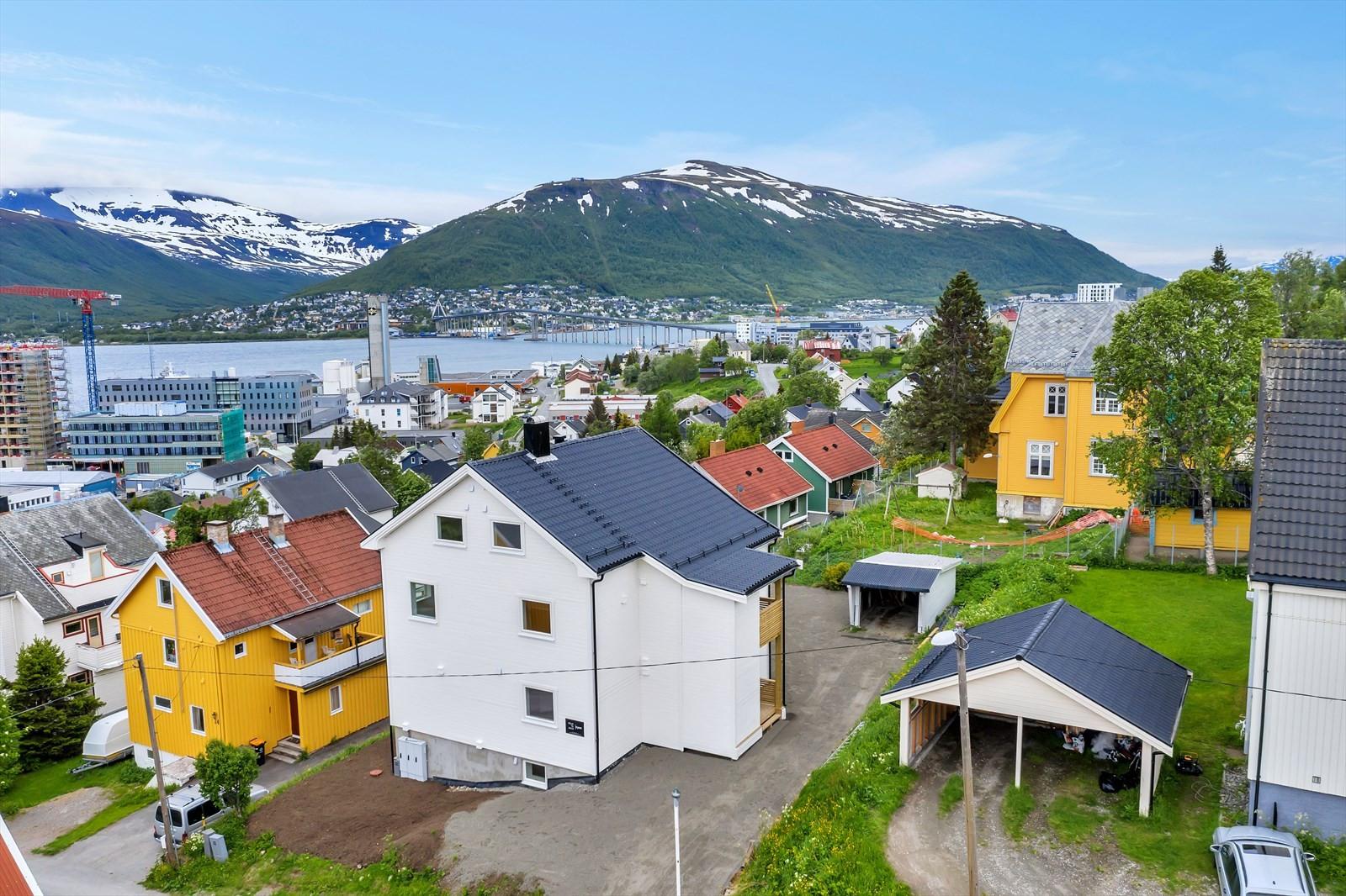 Utsikt mot Tromsdalstinden og Fjellheisen