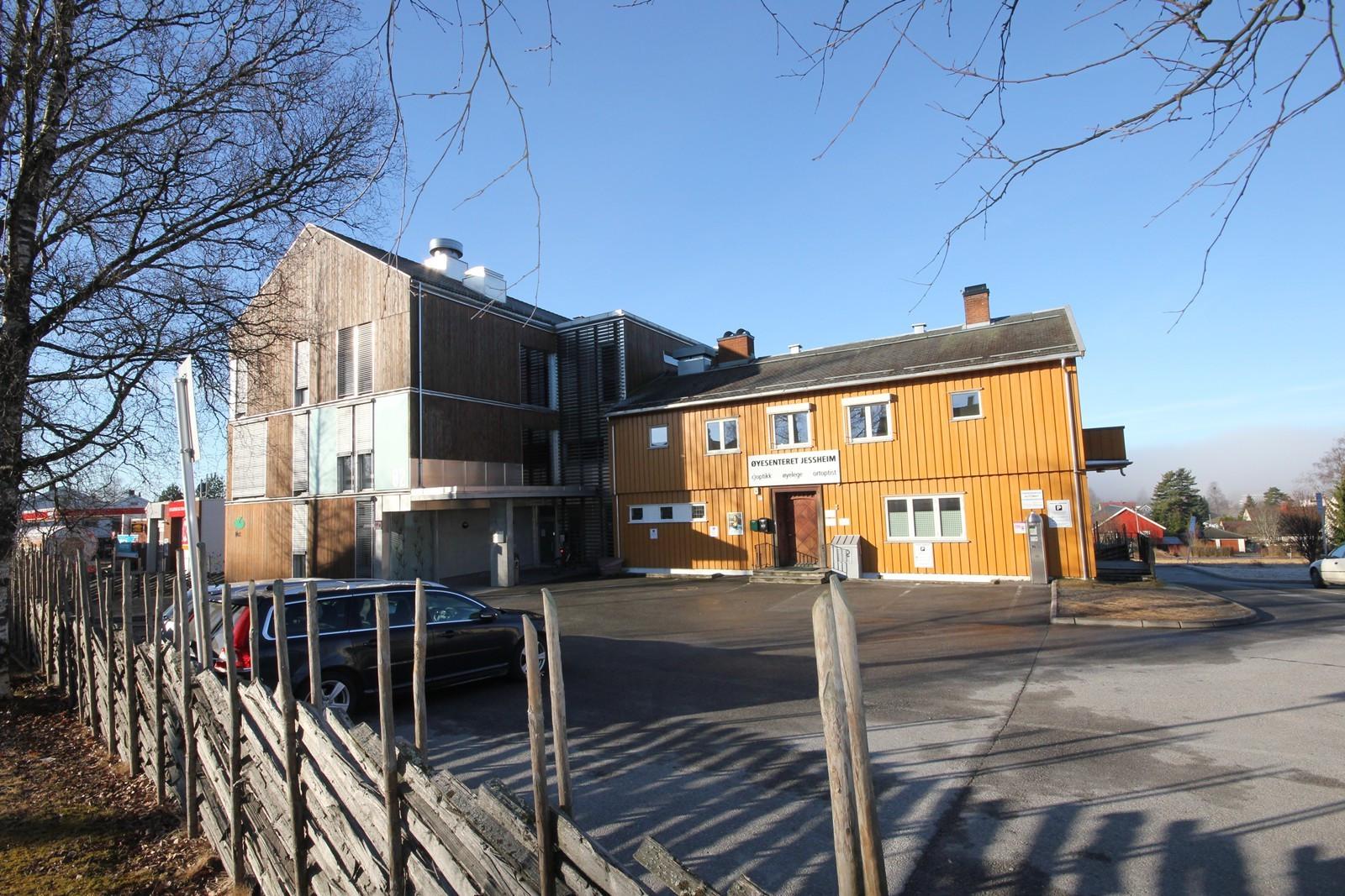 Meget sentralt beliggende kontor/forretningsbygg i Jessheim sentrum med gode parkeringsmuligheter