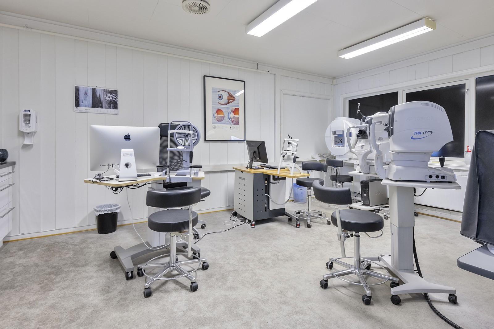 Behandlingsrom / kontor - Øyelege - (Vinduer er blendet igjen)