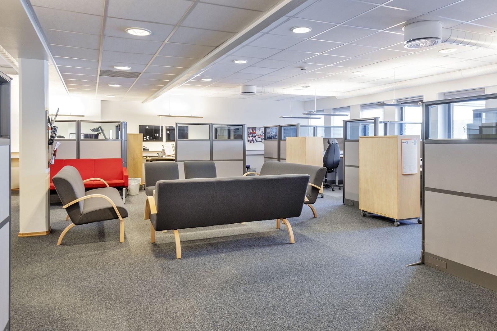 Lyse fellesområder / åpent kontorlandskap