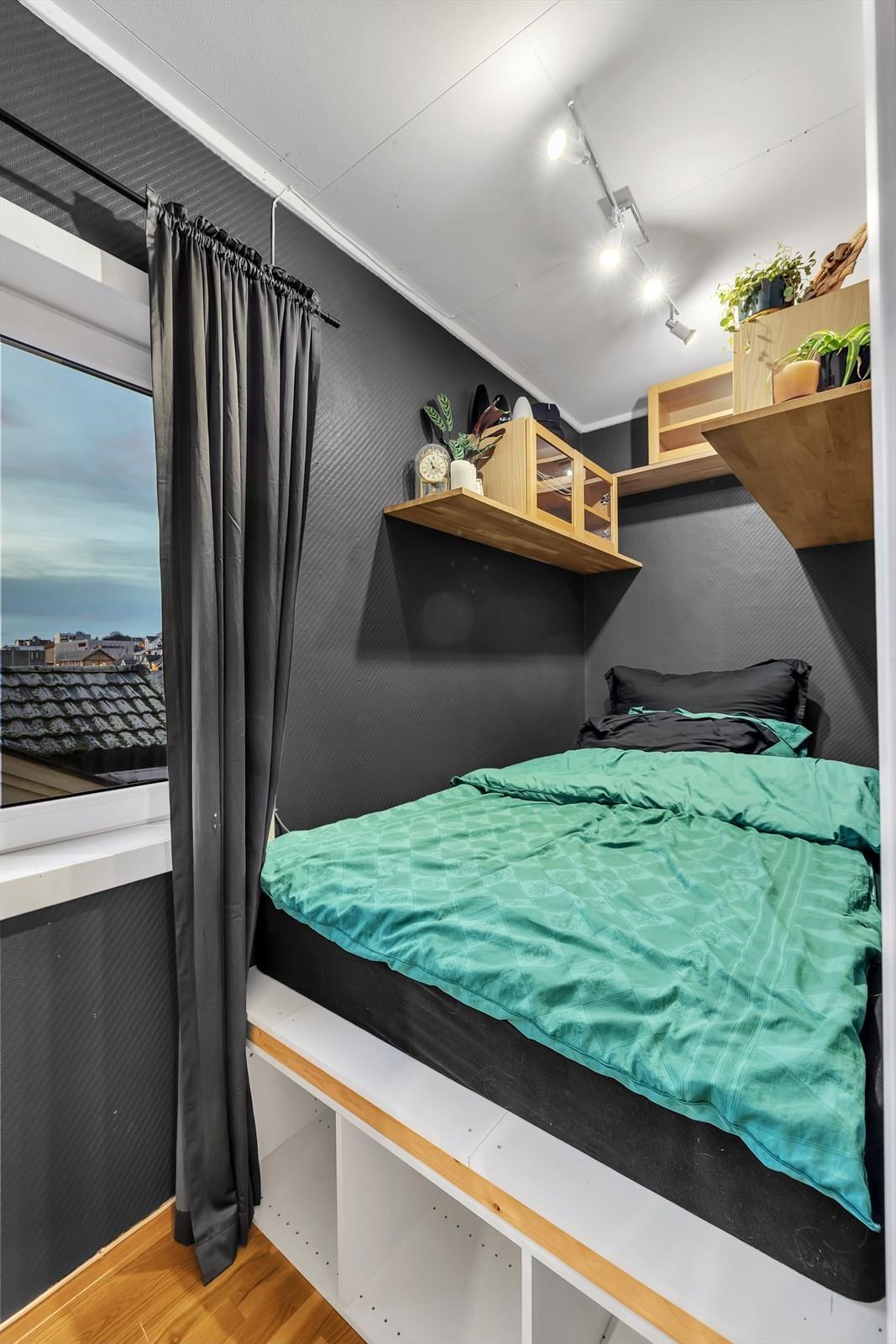 Sovealkove med lagring under sengen