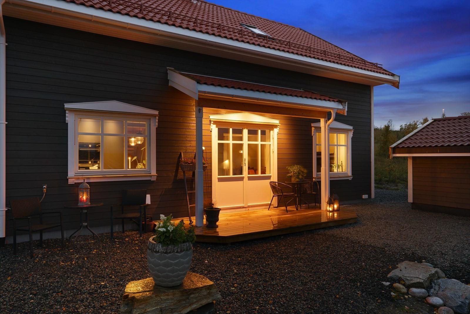 Terrasse med utgang til kjøkken/stue