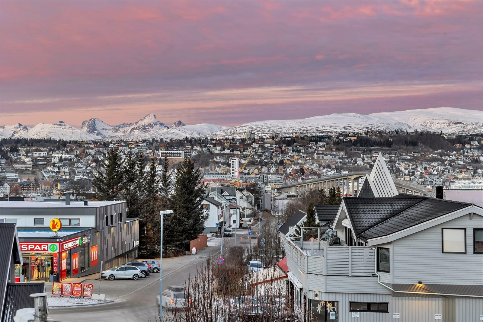 Utsikt mot Tromsøya og Kvaløyfjellene