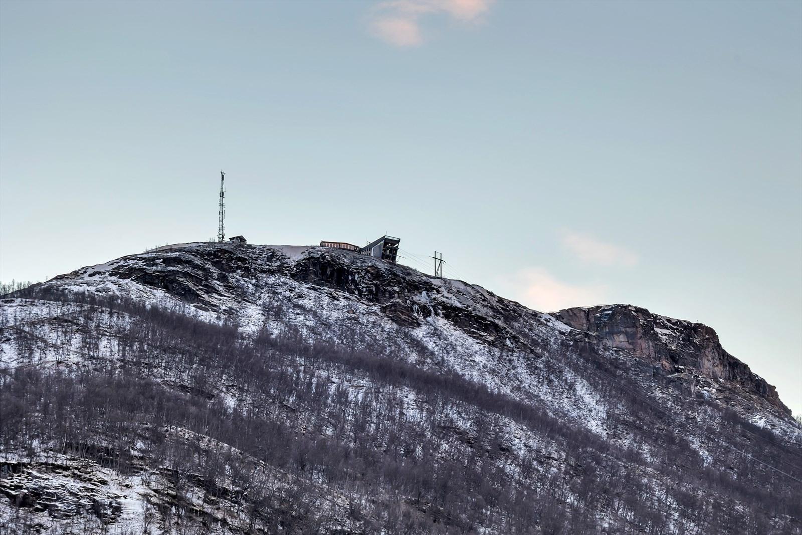 Utsyn mot fjellheisen fra terrasse