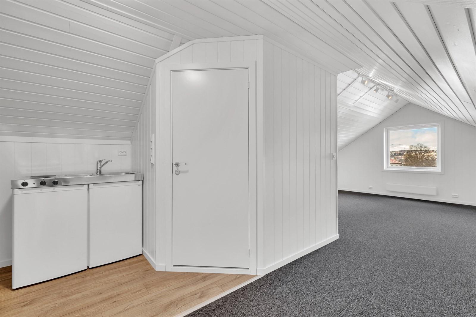 Loft med bad, ett soverom og hybelkjøkken