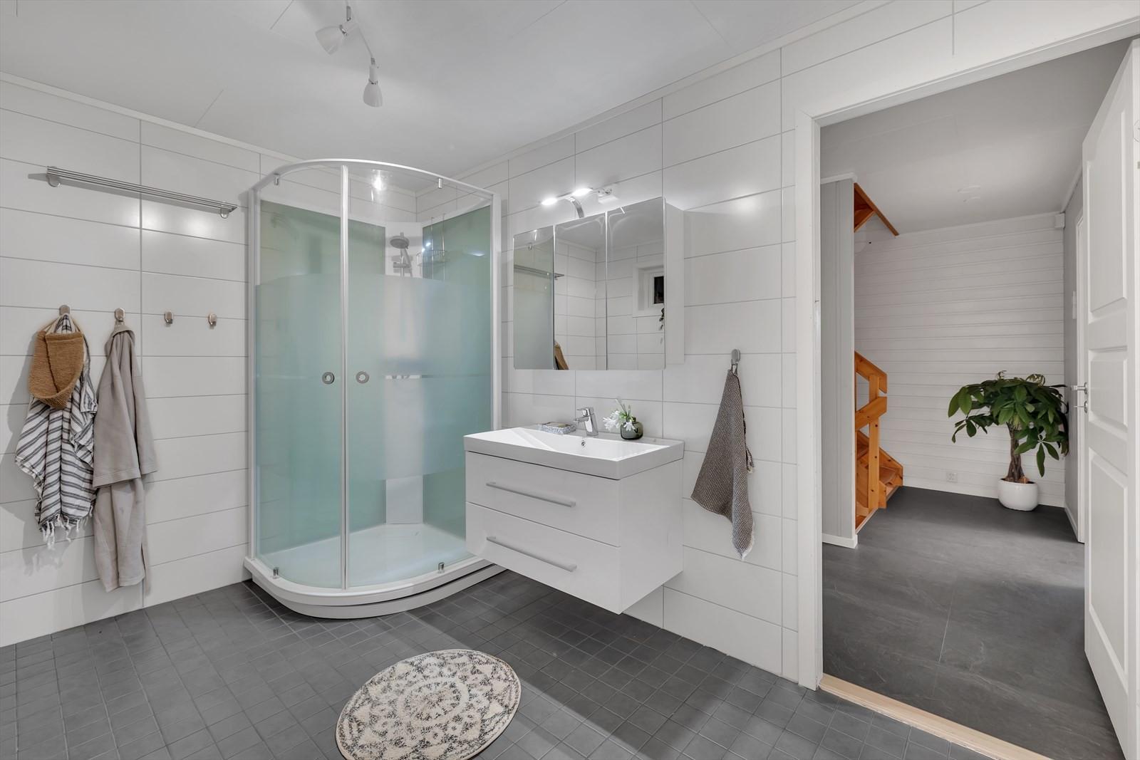 Flislagt badrom med god standard.