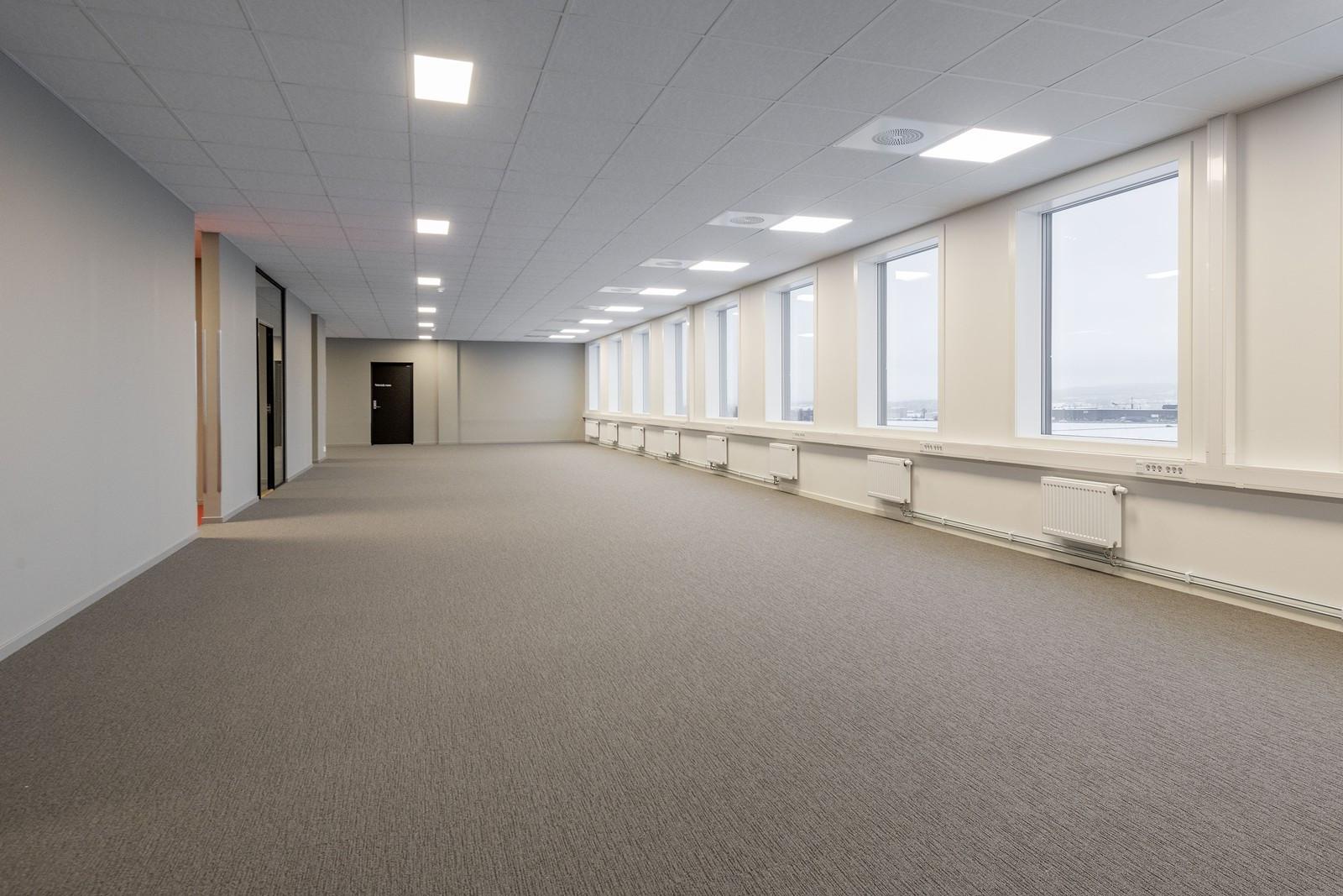 Ledig kontor 3. etasje - uinnredet areal