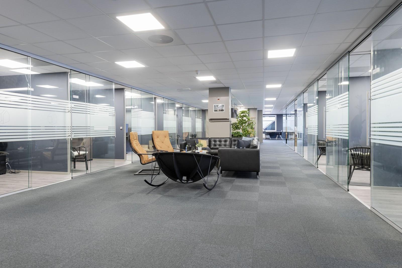 Representative kontorlokaler med åpne og innbydende fellesarealer