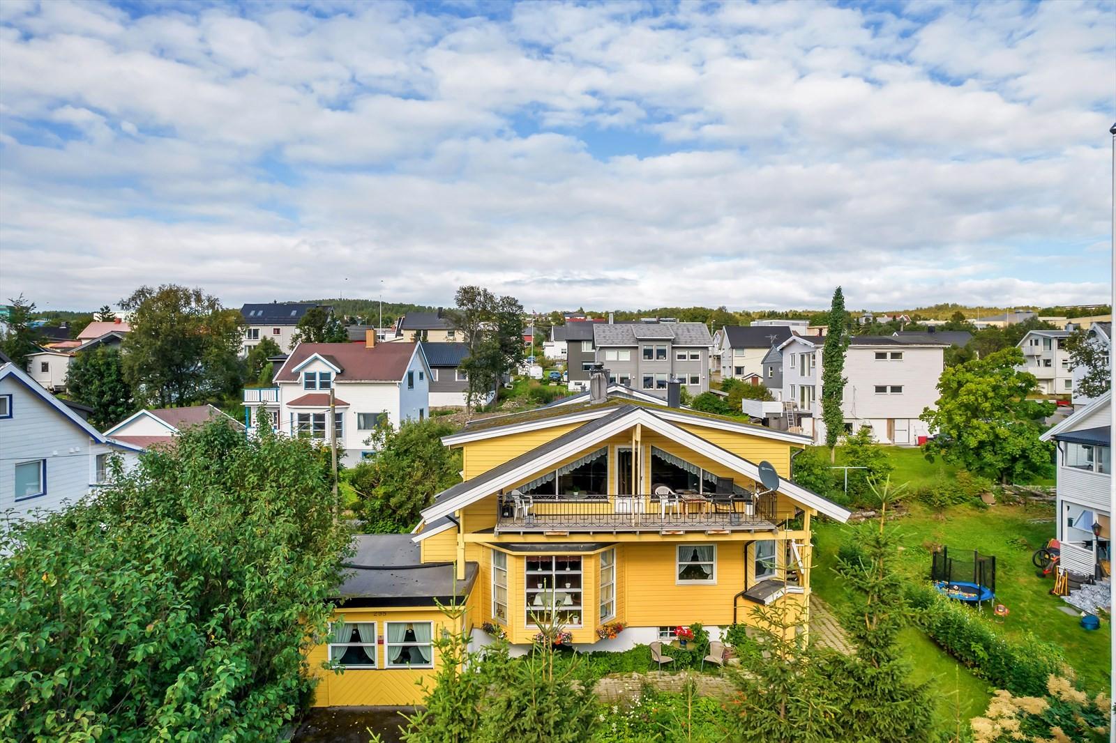 Boligen har kort vei opp til Tromsømarka med lysløyper og friområder
