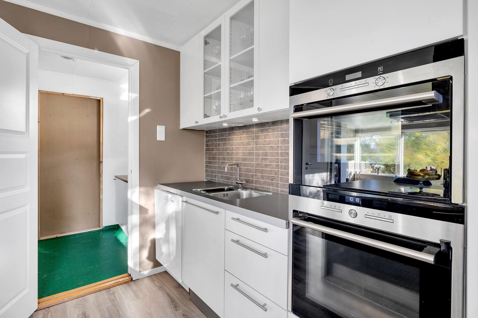 Vaskerom/bod innenfor kjøkken