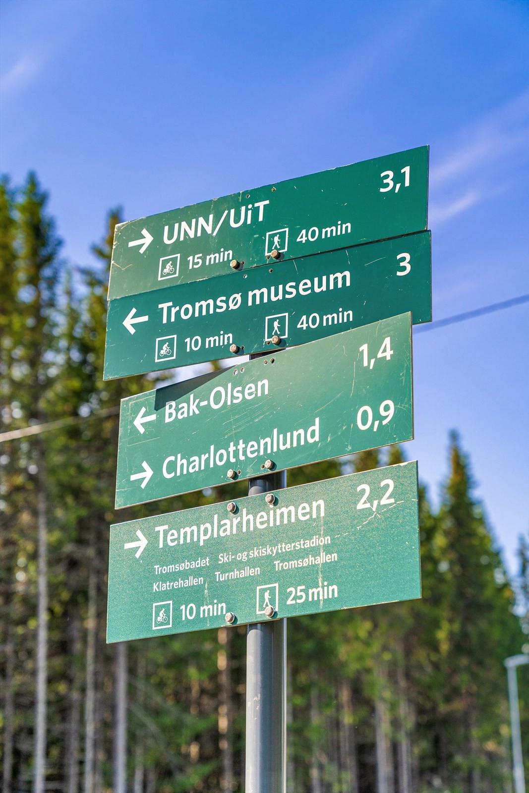 Fra leiligheten er det kun kort avstand til Tromsø marka med sine mange naturstier som leder til både UNN/UIT, Prestvannet og folkeparken