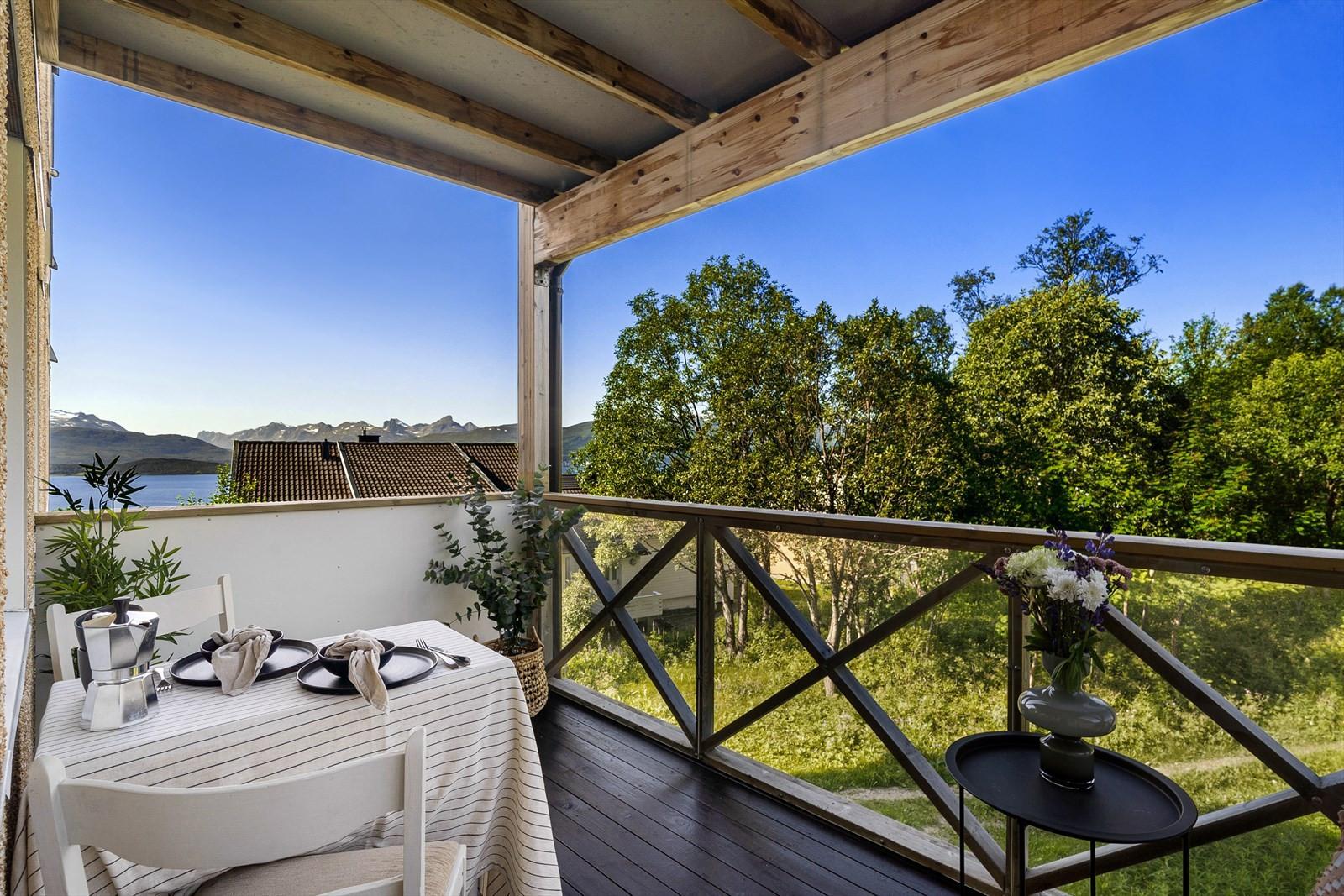 Trivelig og lun terrasse