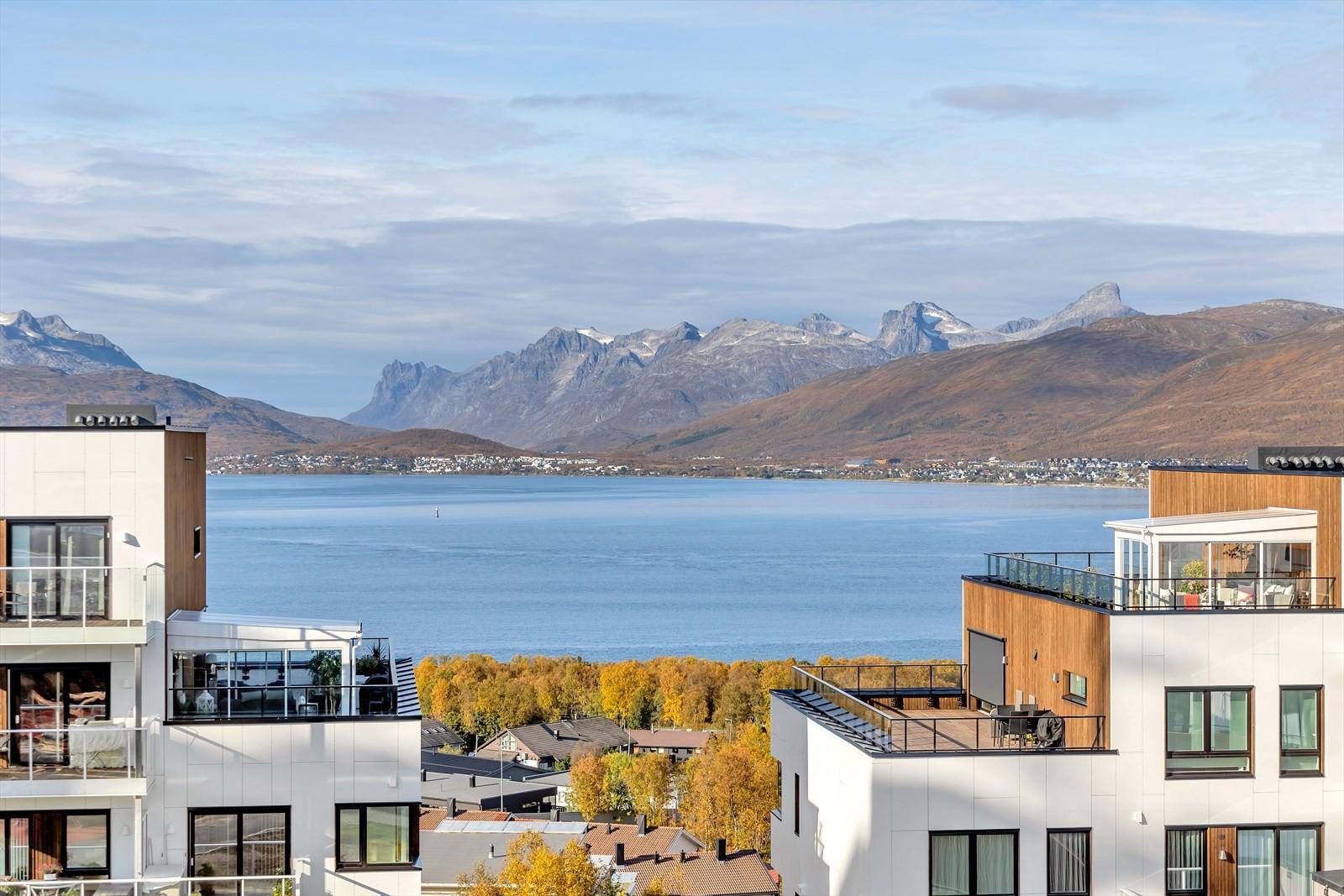 Upåklagelig utsikt mot Sandnessundet og Kvaløya