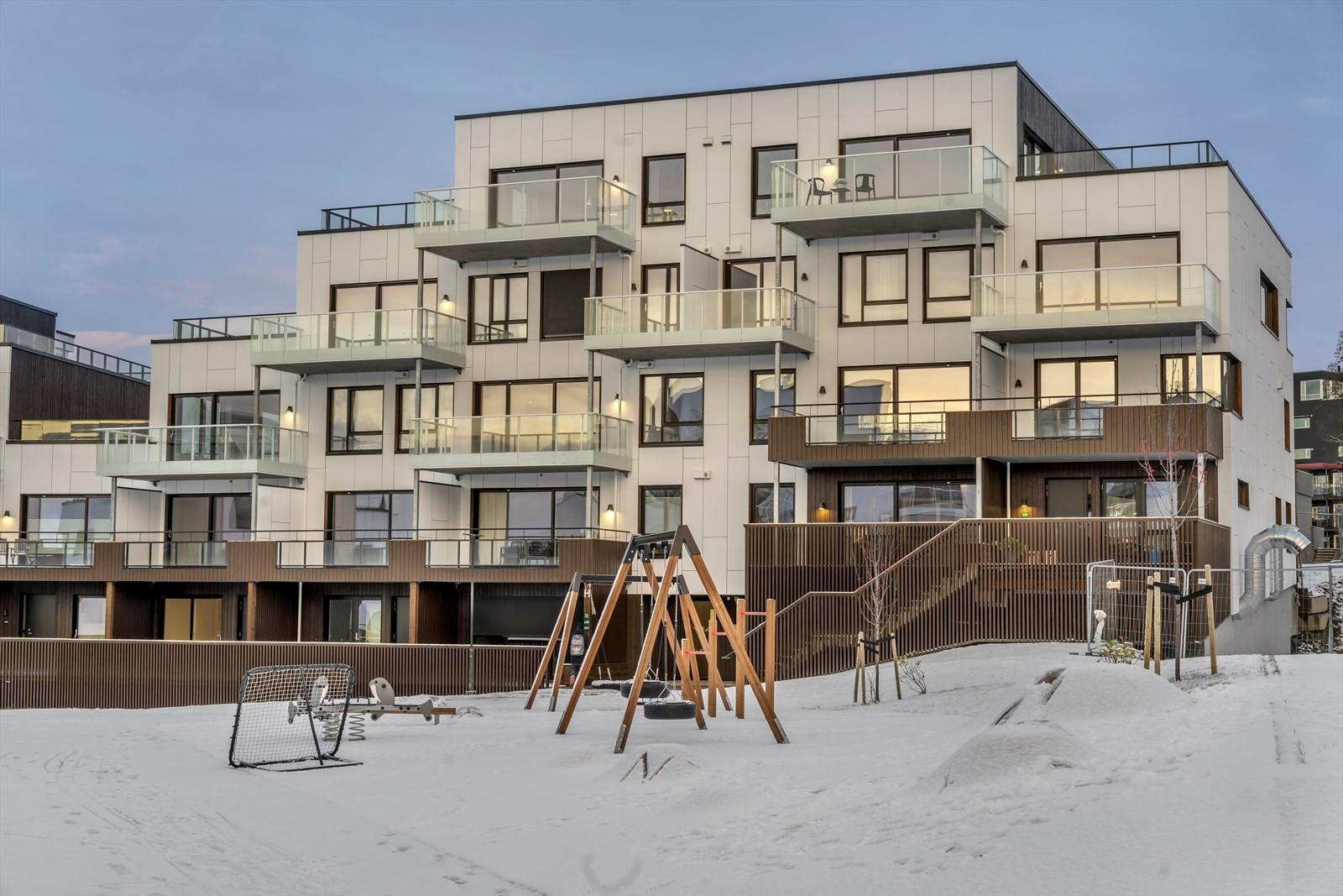 Leiligheten ligger øverst til høyre med stor sydvendt terrasse