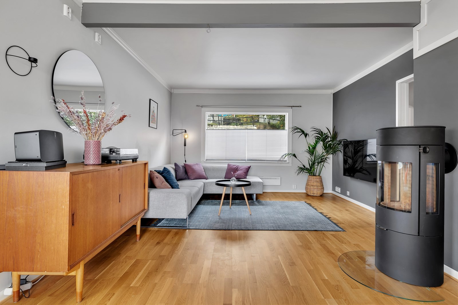 Fin stue som er malt i duse fine farger
