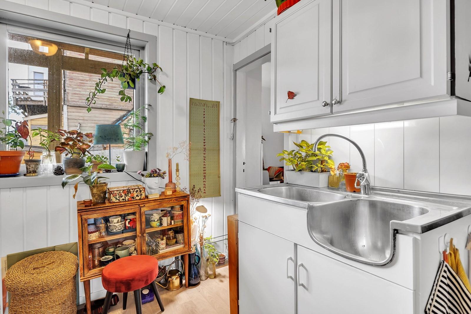 Kjøkken i utleiedel Alle hvitevarer medfølger i handelen