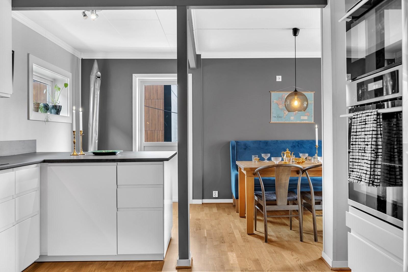 Åpen løsning mot et lekkert kjøkken