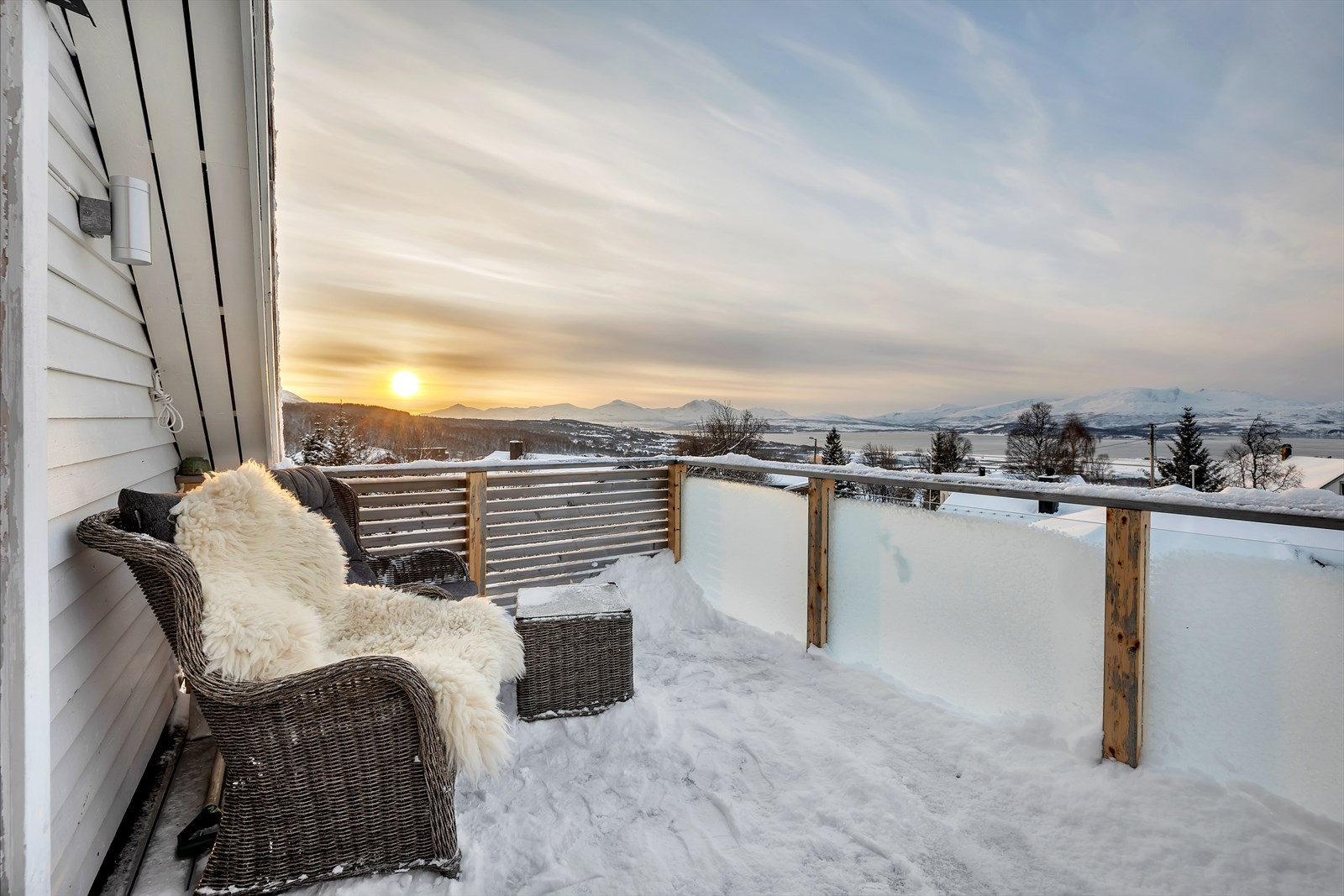Vestvendt balkong med nydelig utsikt!