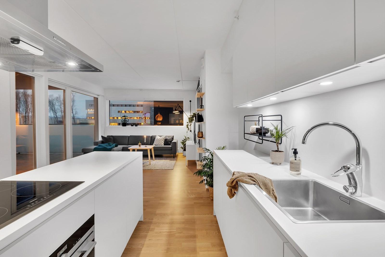 Kjøkken mot stue.