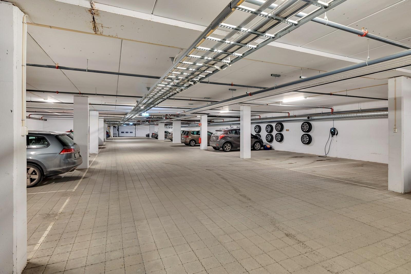 Garasjeanlegg med fast plass for bilen din.