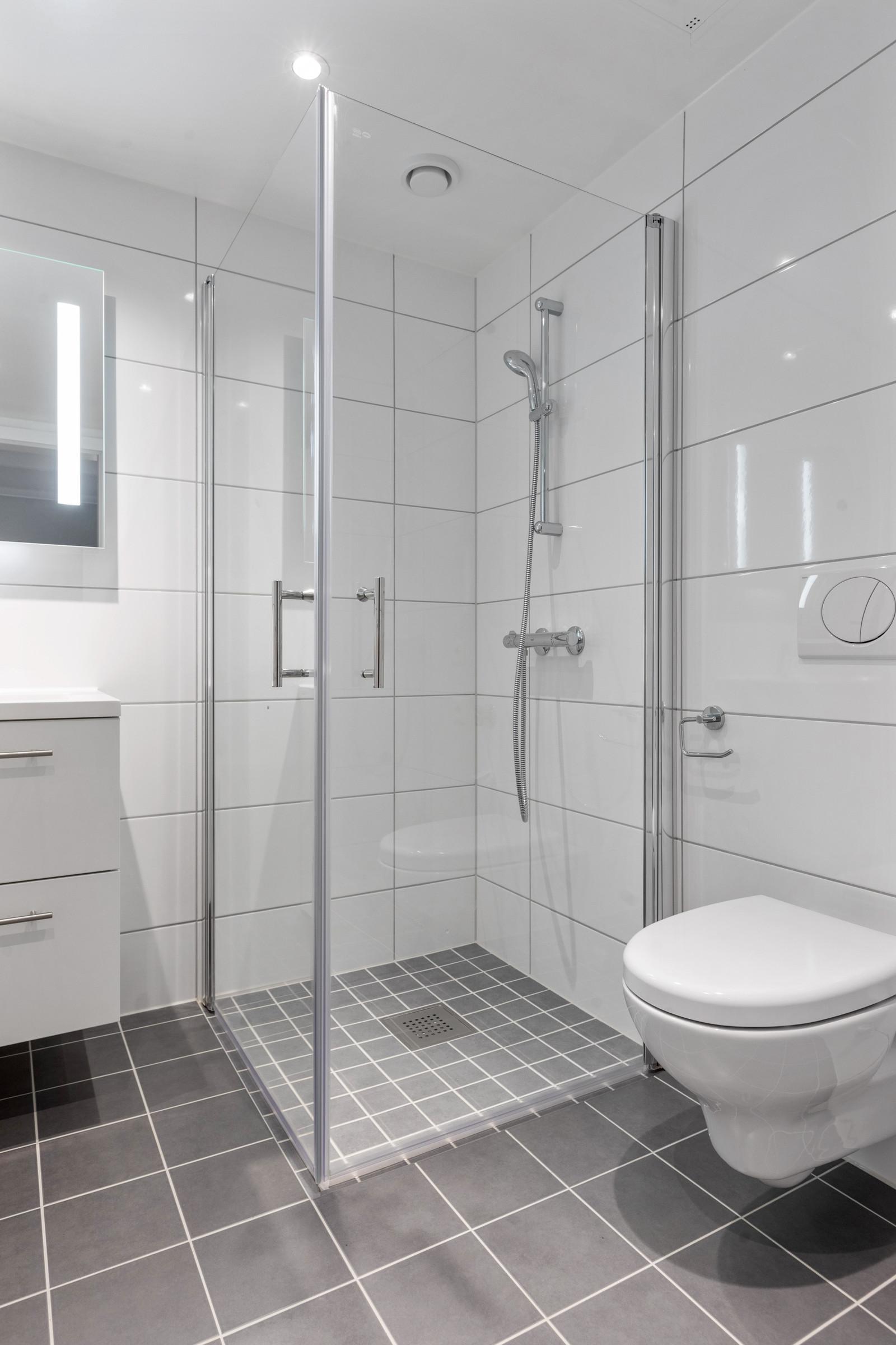Bad med opplegg for vaskemaskin/tørketrommel