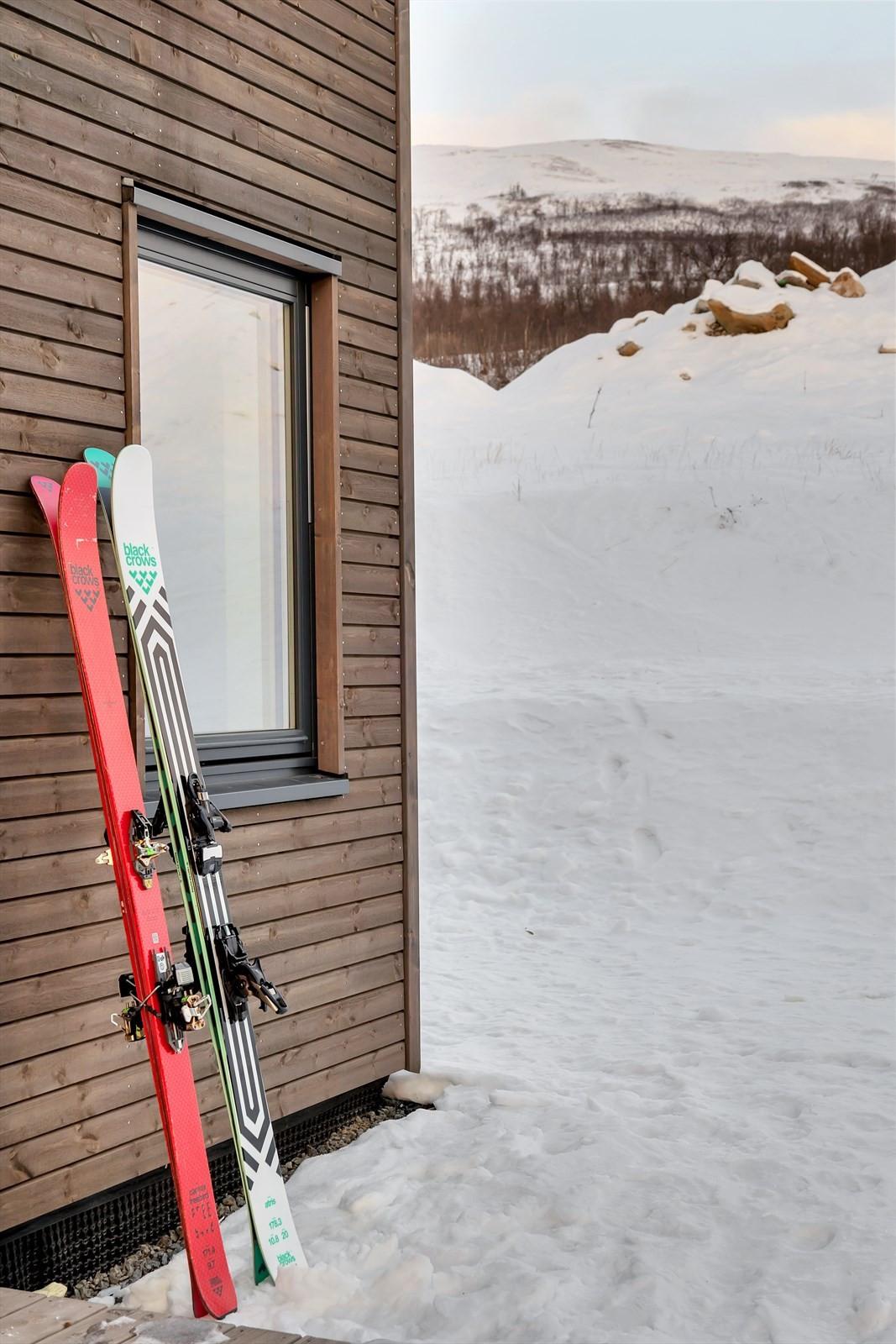 Fra boligen kan man praktisk talt gå på topptur fra døra!