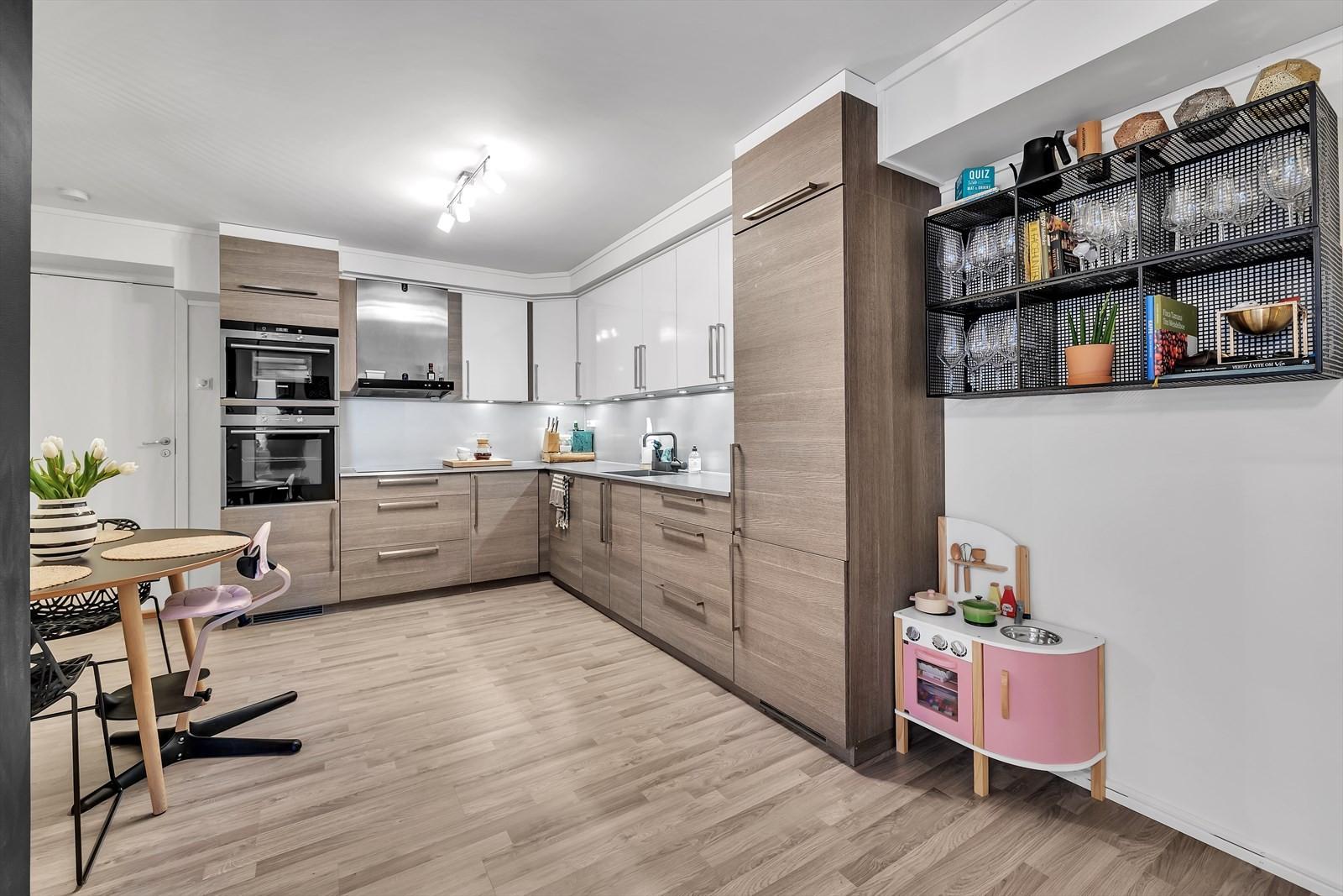 Kjøkkenet er både innholdsrikt og pent