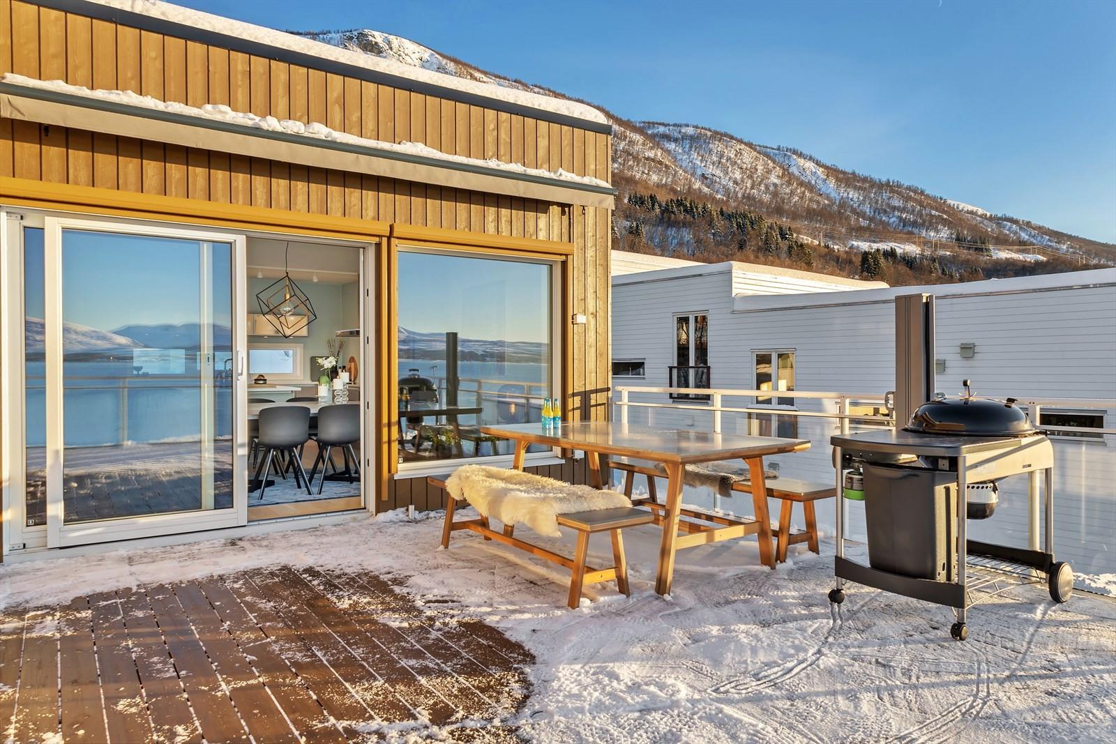 Terrasse for kos med baldakin som kan tas ut