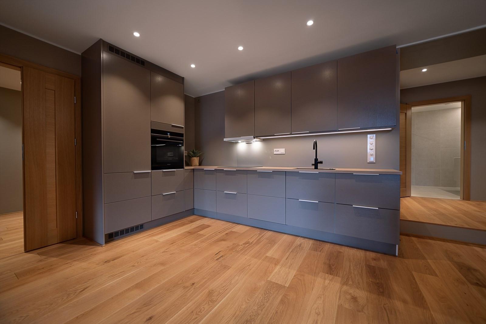 Kjøkkenet er levert fra NOVA og er av høy kvalitet og har integrerte hvitevarer