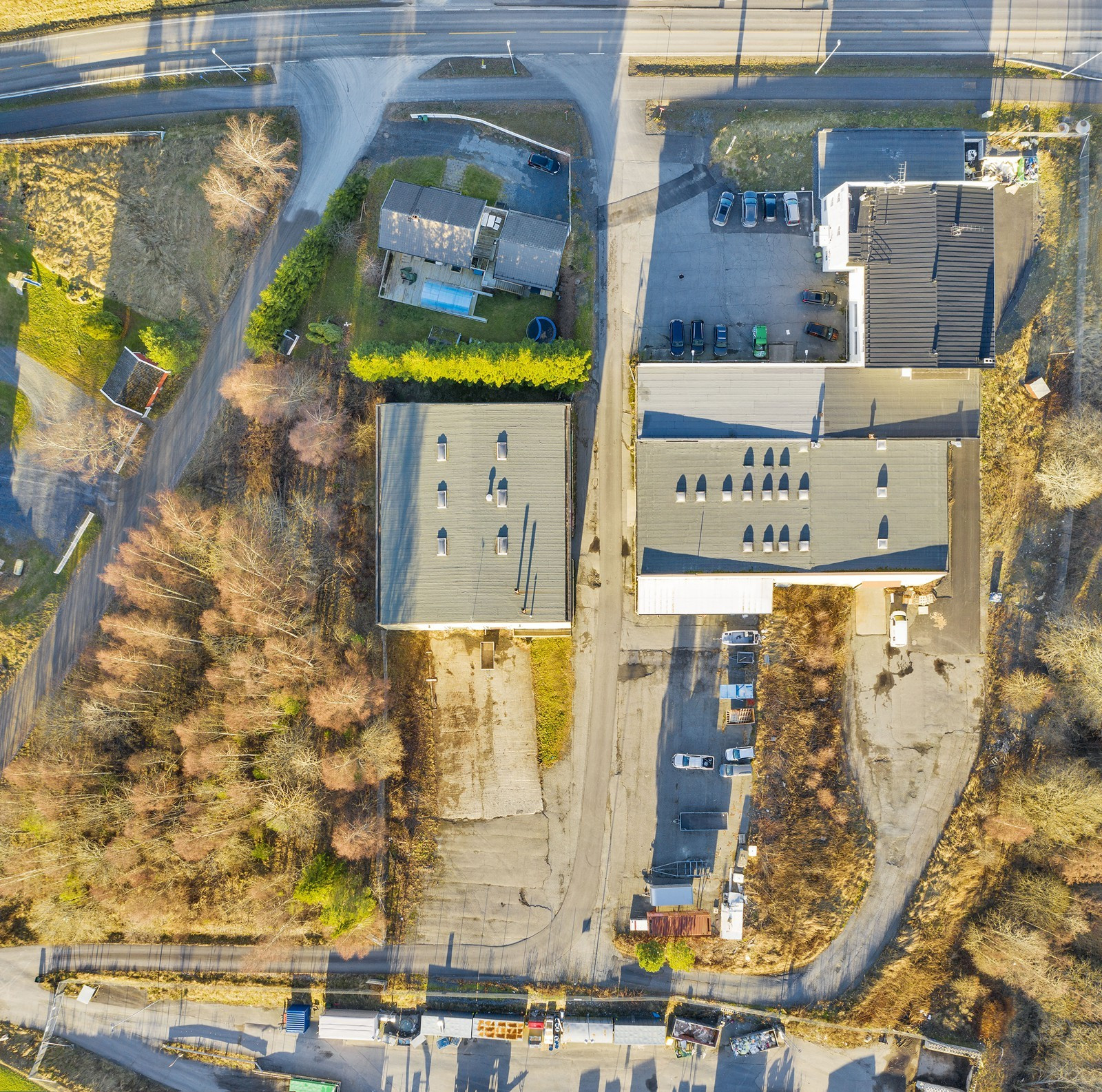 Tomt på ca. 14 821 kvm - Kombinasjonsbygg, lagerbygg, opparbeidet tomteareal samt ubebygget tomteareal