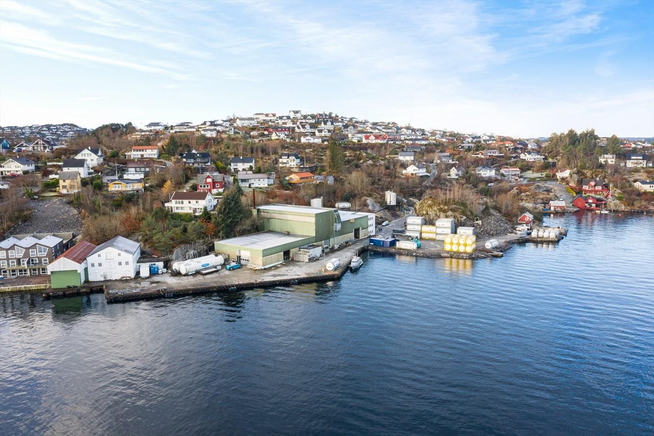 Eiendommen har gode havneforhold.