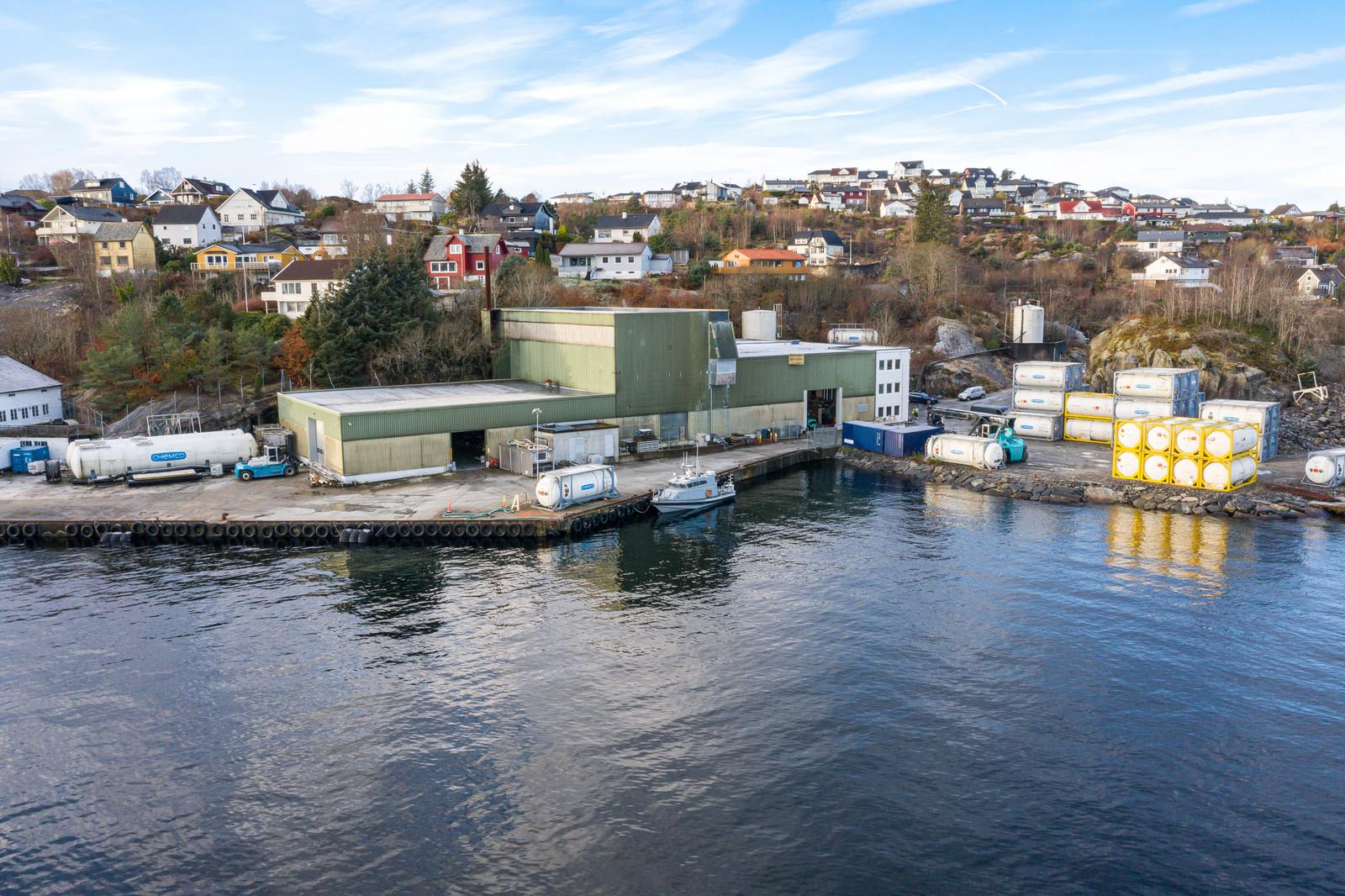Eiendommen består i dag av moderne kontorfløy, lagerhaller med inntil 14 meter takhøyde og kaiområder med inntil 66 meter kailengde.