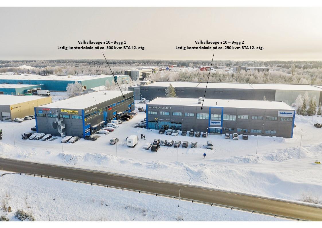 Bygg 1 har ledig lokale på ca. 550 kvm (rålokale) og bygg 2 ca. 250 kvm (ferdig innredet)