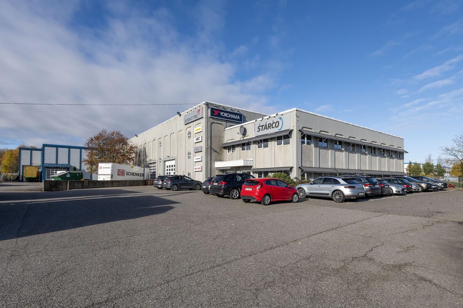 Store asfalterte kjøre- og parkeringsarealer