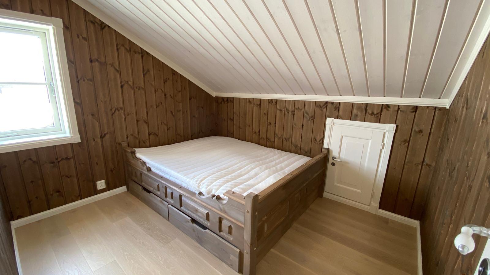 Sov i andre etasje, Plassbyggett senger kan vi levere. Kunde tilpassett farger