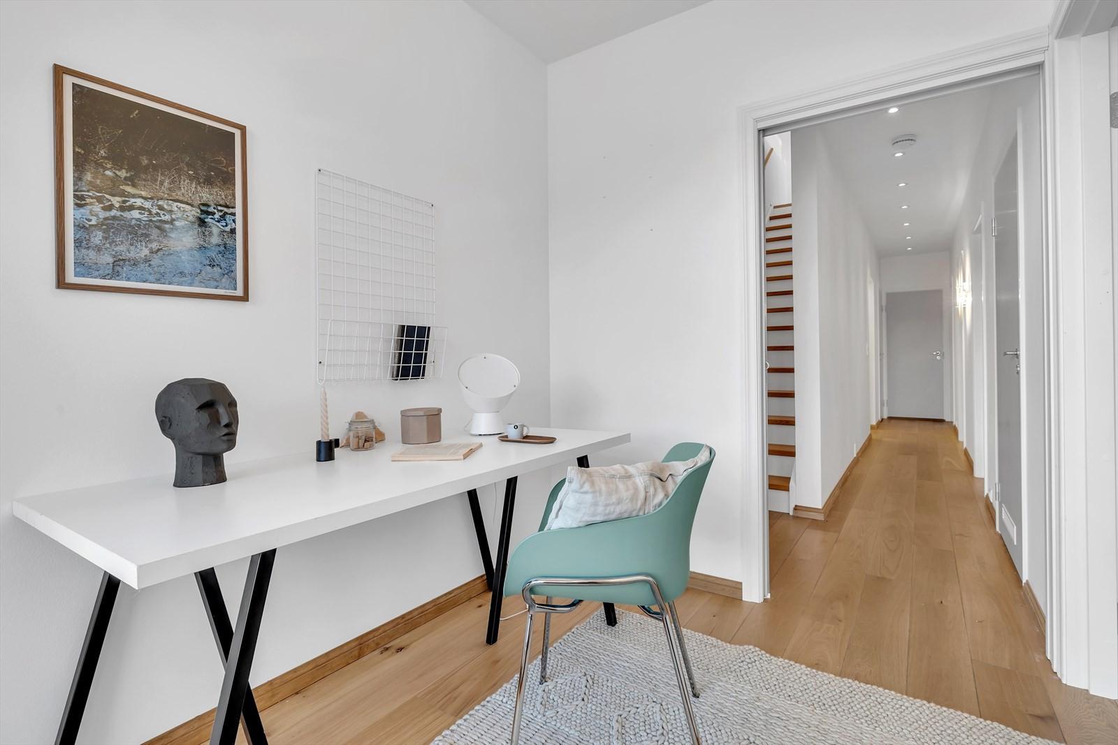 Rektor Qvigstads Gate 30B har, i tillegg til utleiedel, 4 soverom. Disse finner du boligens midtre etasje