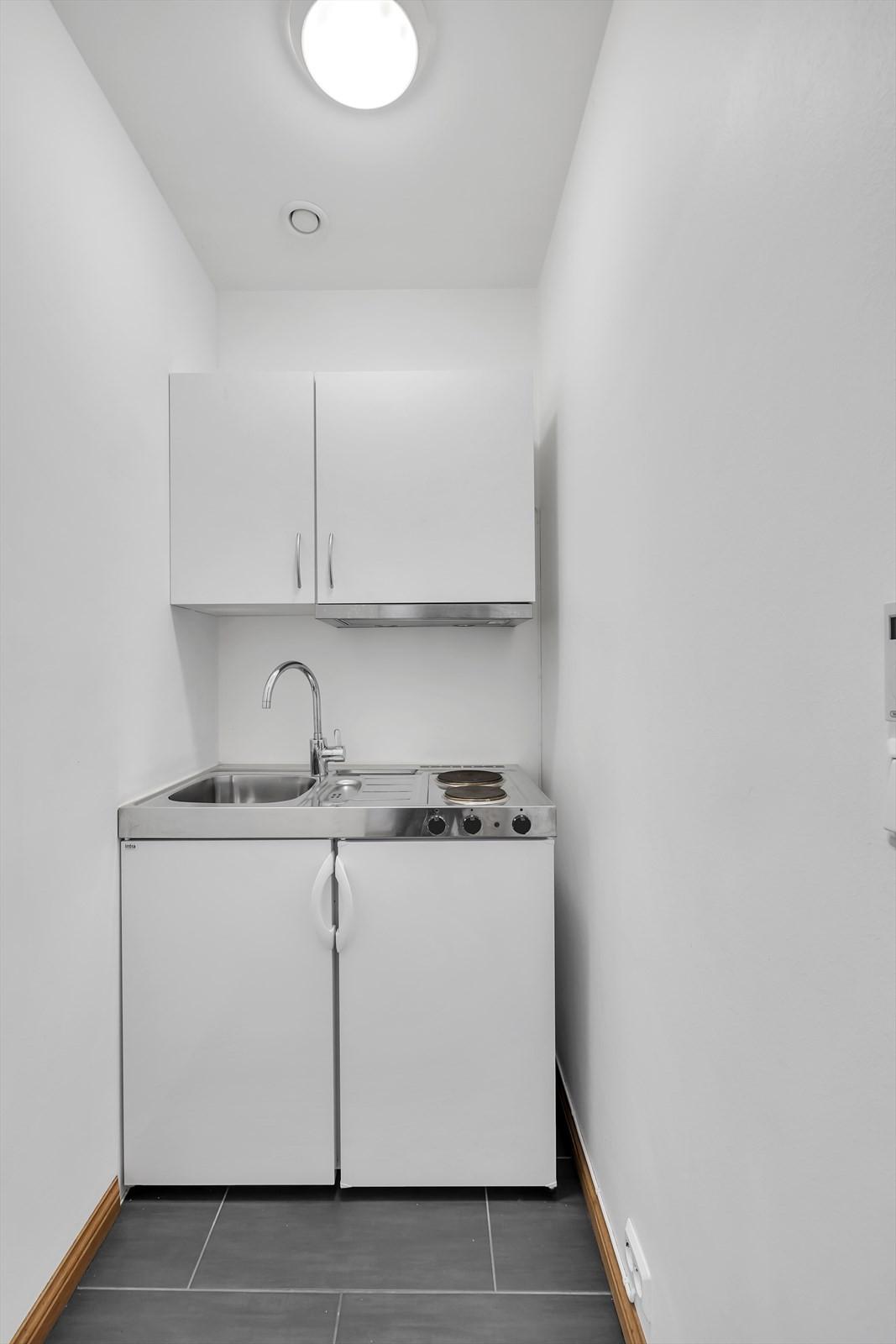 ..og en liten kjøkkennisje. - Akkurat det som trengs!