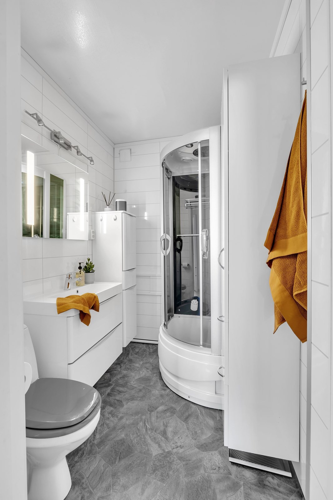 Badet fremstår med positiv kvalitet og gode innretninger