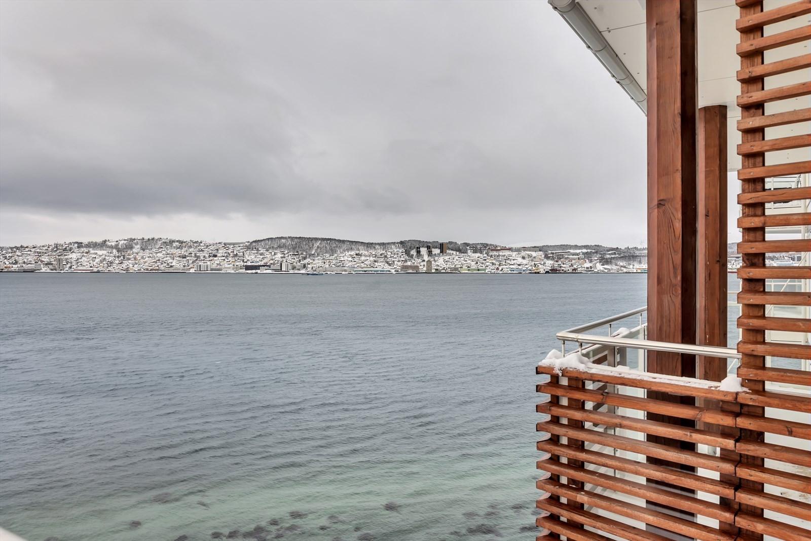 Fantastisk utsikt mot sundet og Tromsøya