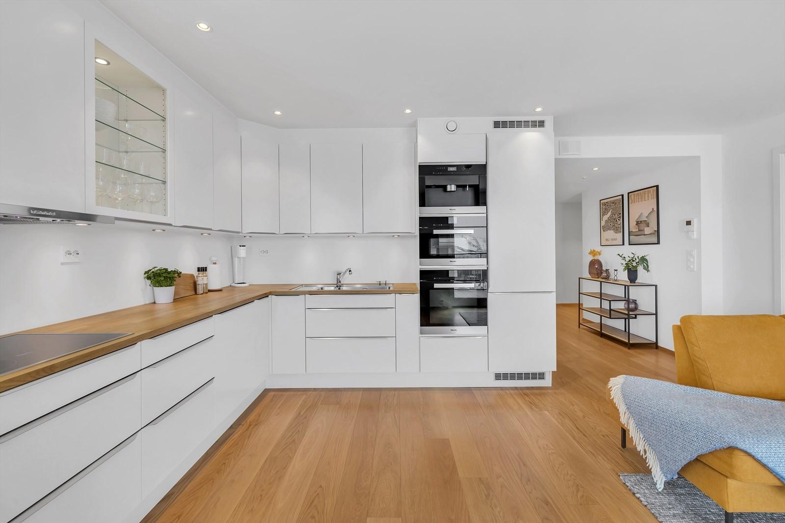 Lekkert og oppgradert kjøkken med integrerte hvitevarer fra Miele