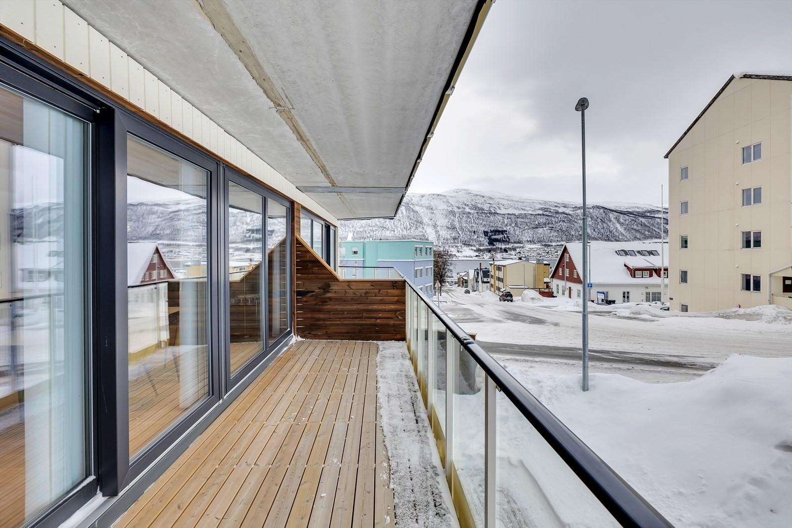 Sørendt og takoverbygget terrasse med gode solforhold