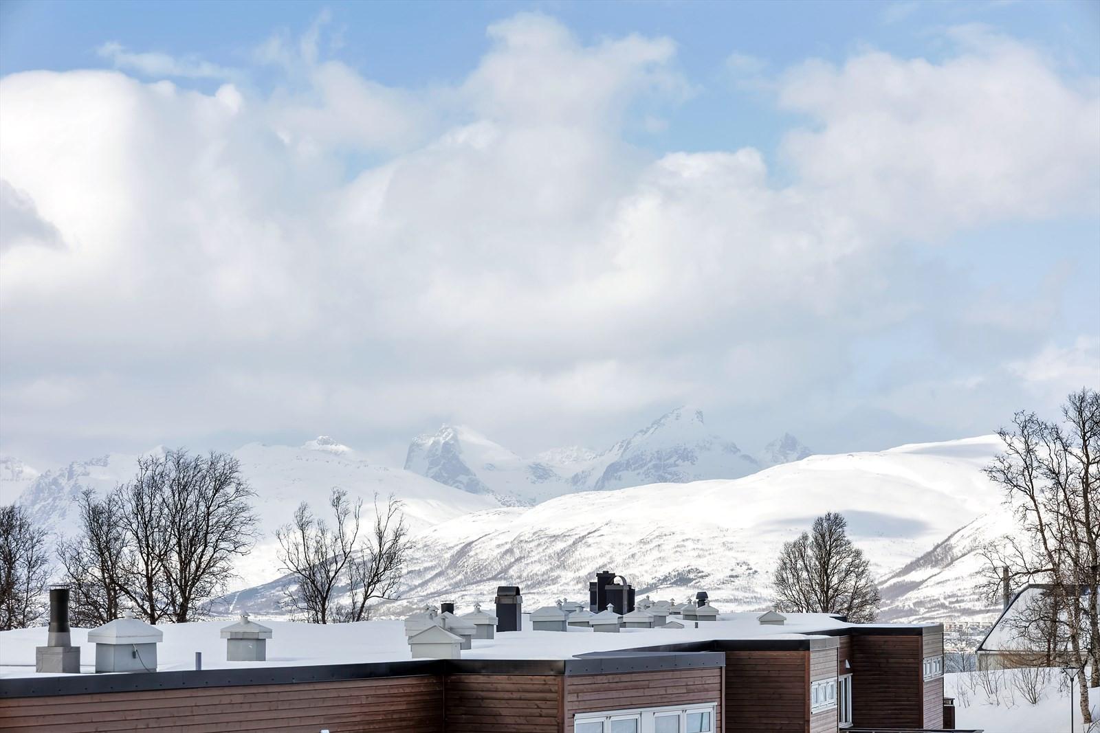 Utsikt mot fjellene på Kvaløya