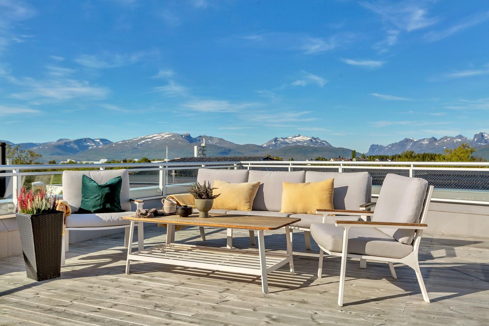 Gode solforhold og nydelig utsikt mot Kvaløyfjellene.