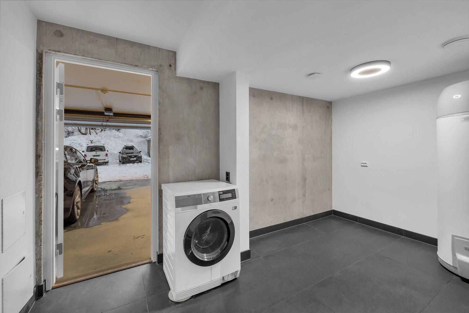 Vaskerom med direkte adkomst til felles garasje.