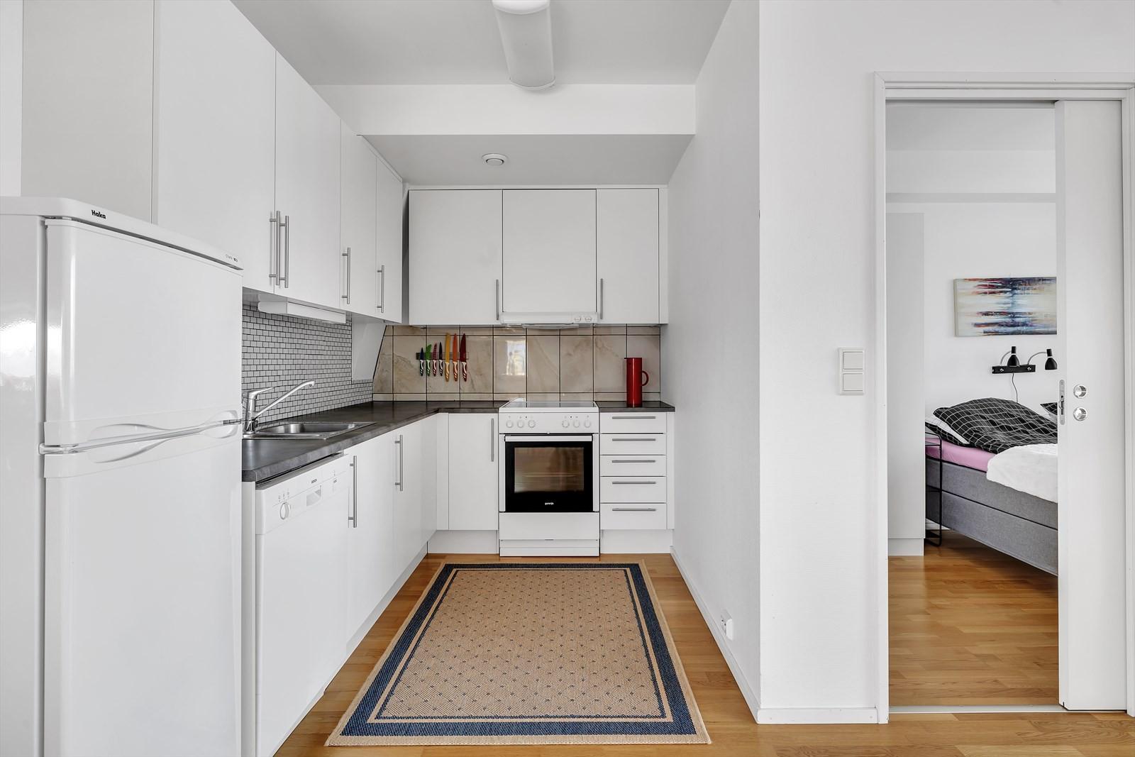 Kjøkken og inngang til hovedsoverom.