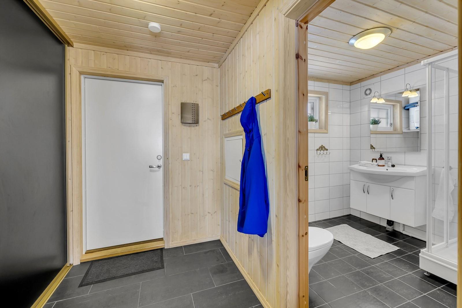 Entre og badrom.