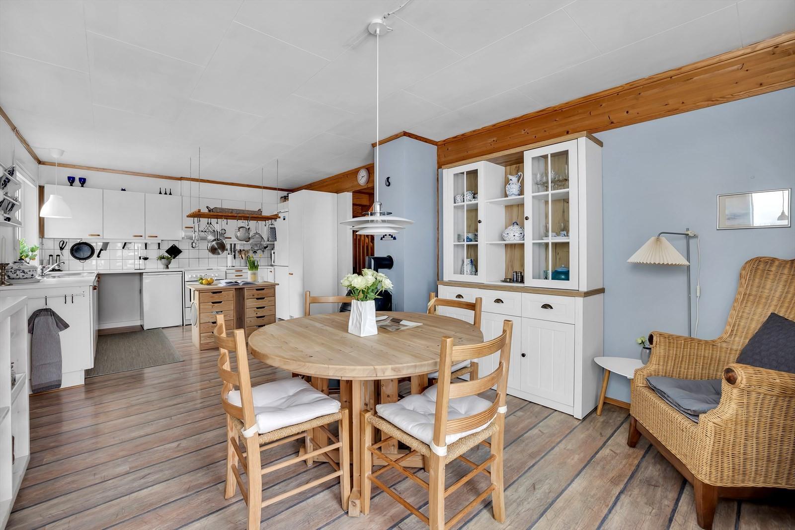 Åpen løsning mellom kjøkken og dagligstuen